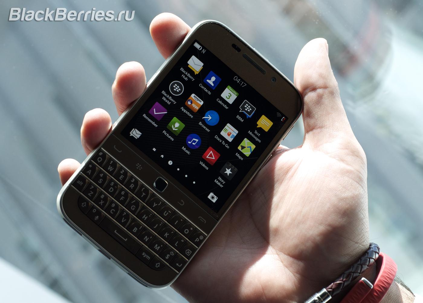 BlackBerry-Classic-White-Blue-Bronze-11