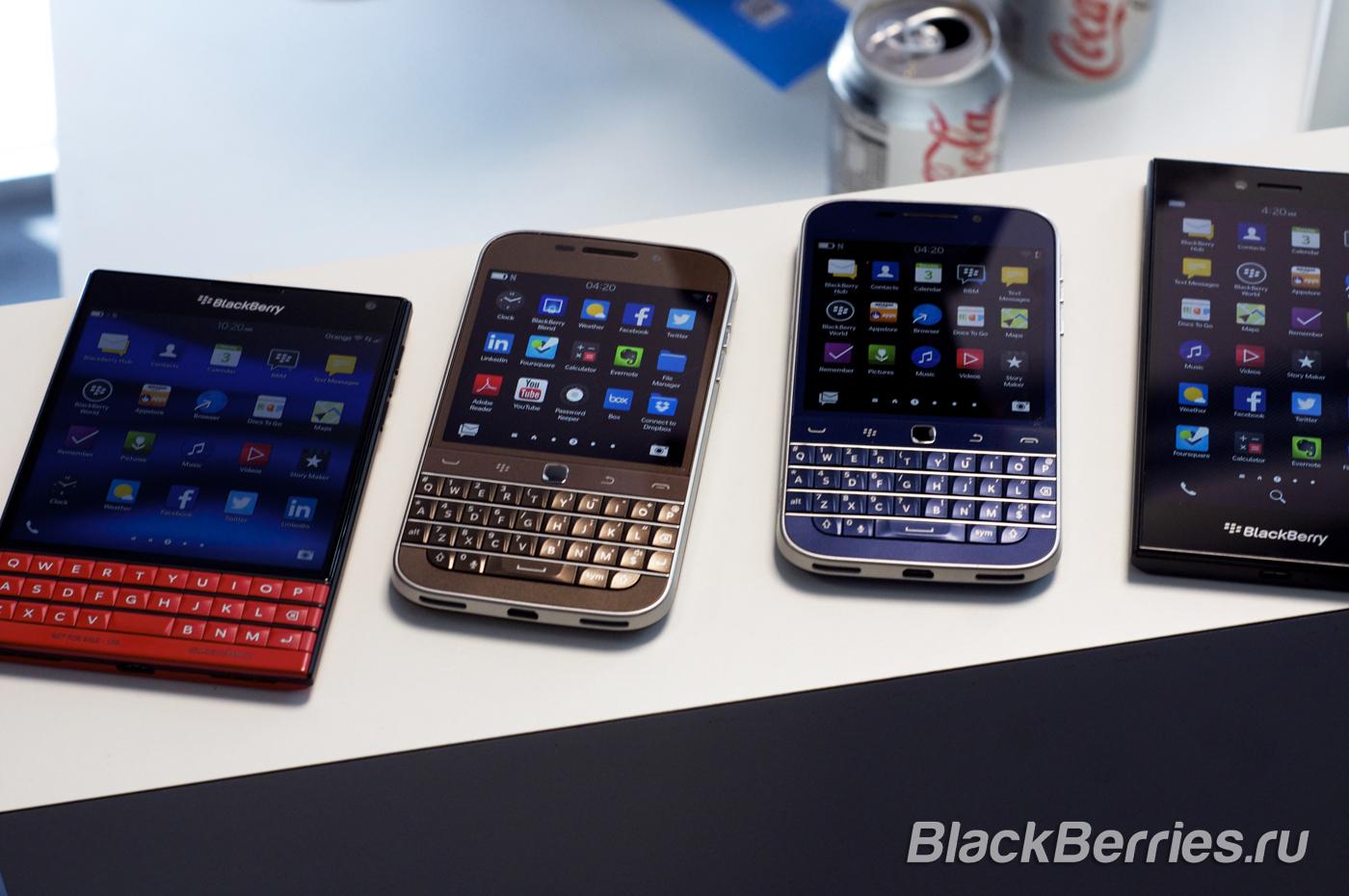 BlackBerry-Classic-White-Blue-Bronze-14