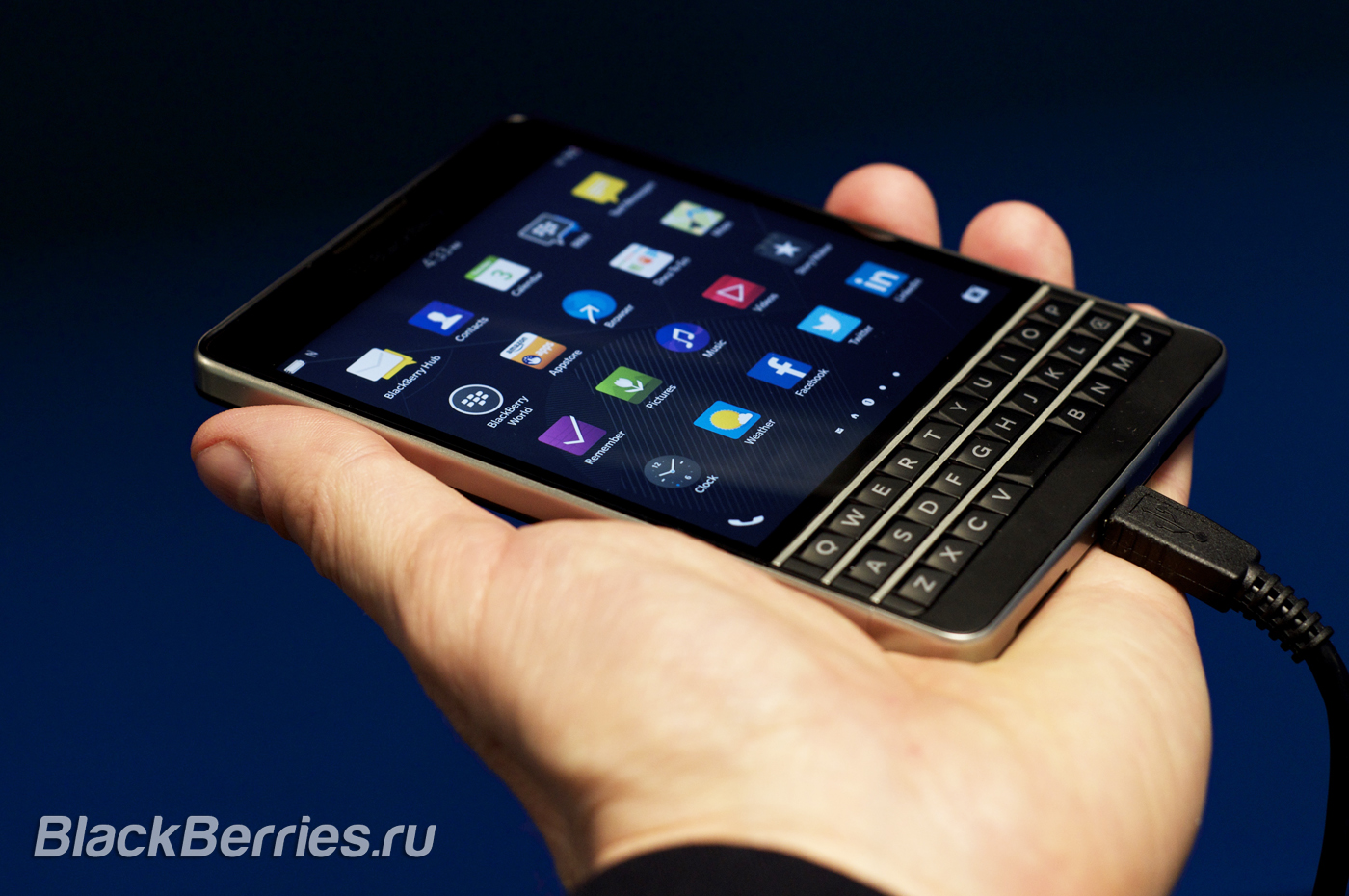 BlackBerry-Passport-ATT-08