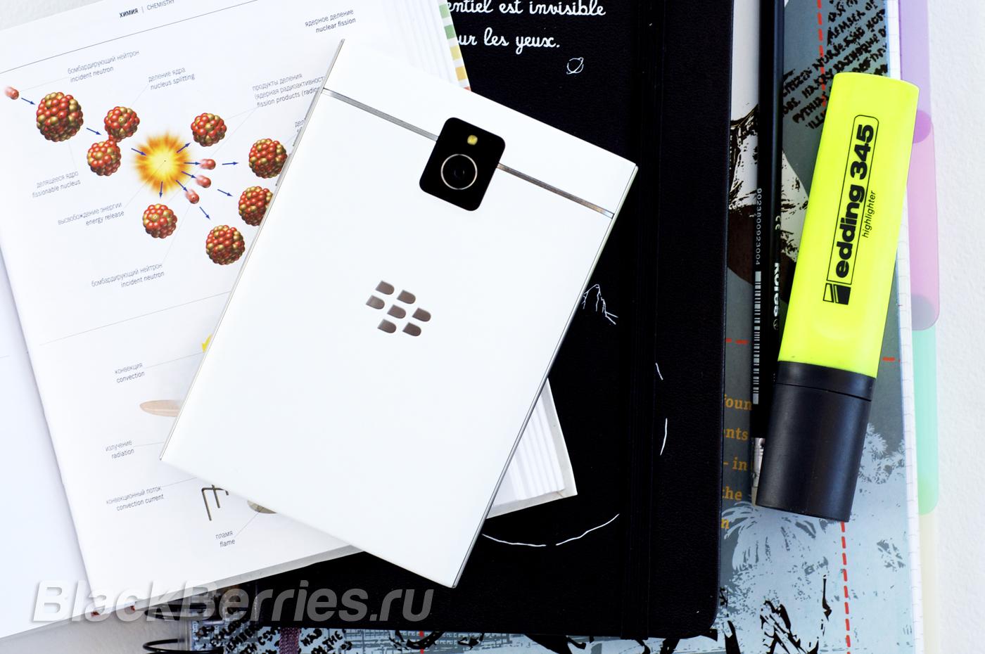 BlackBerry-Passport-White-12
