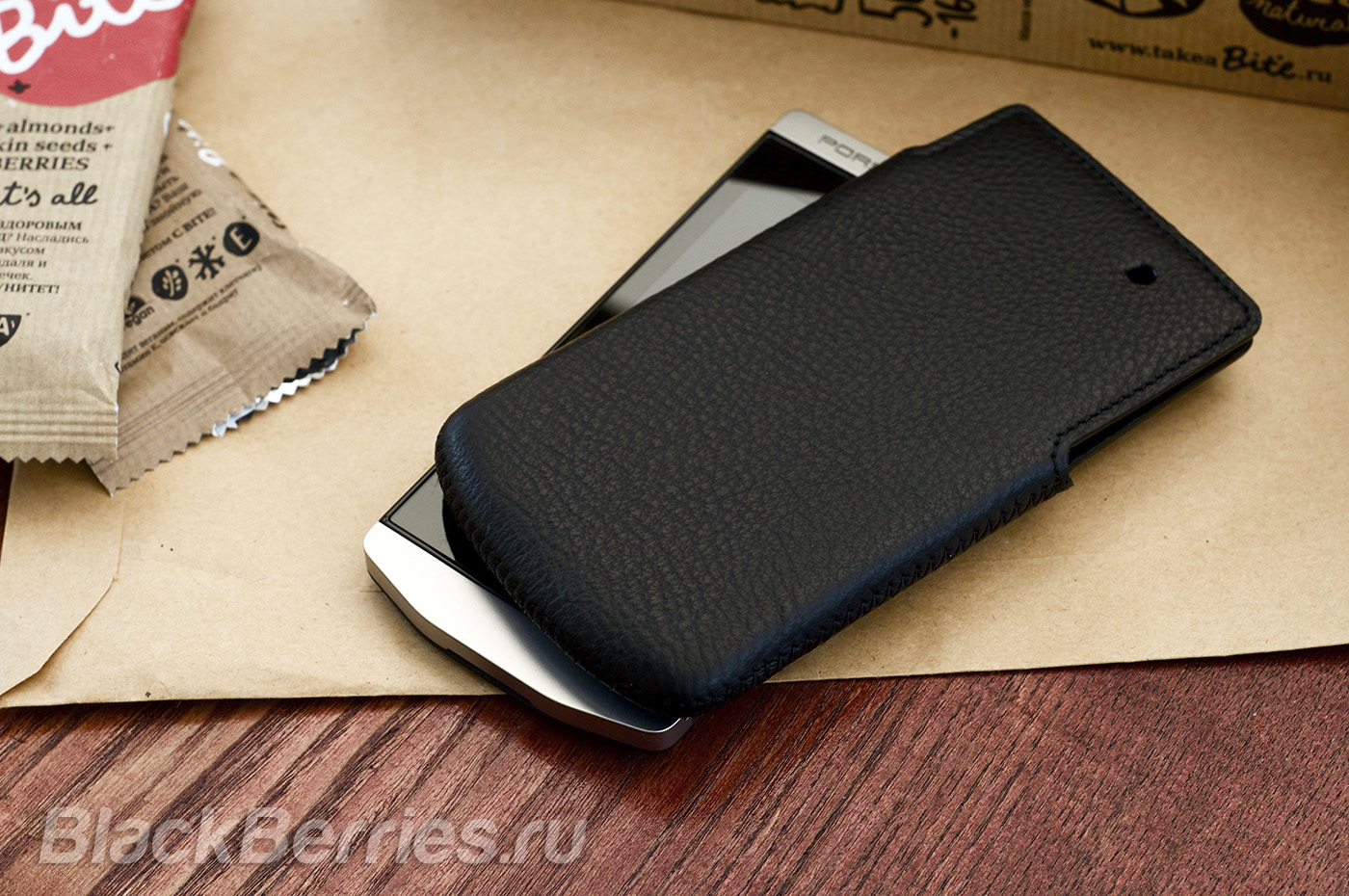 BlackBerry-P9982-Case-02