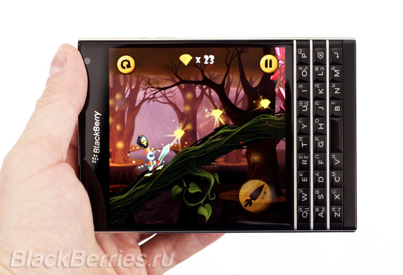 BlackBerry-Passport-Troubles-Land