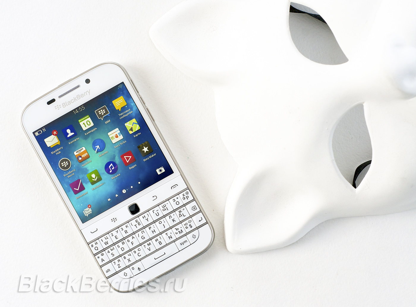 BlackBerry-Classic-White-04
