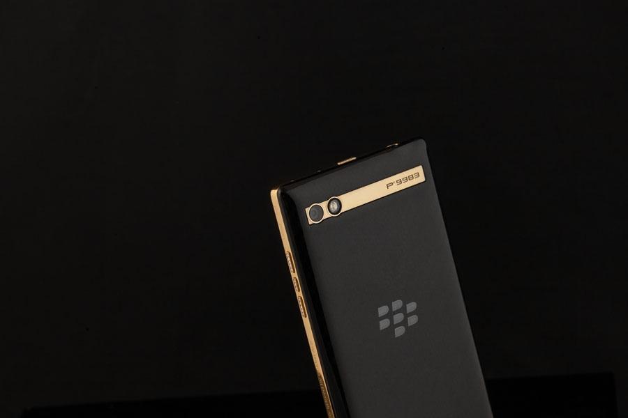 BlackBerry-P9983-Gold-1