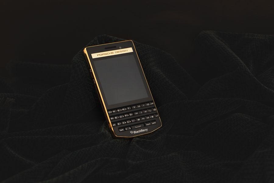 BlackBerry-P9983-Gold-3