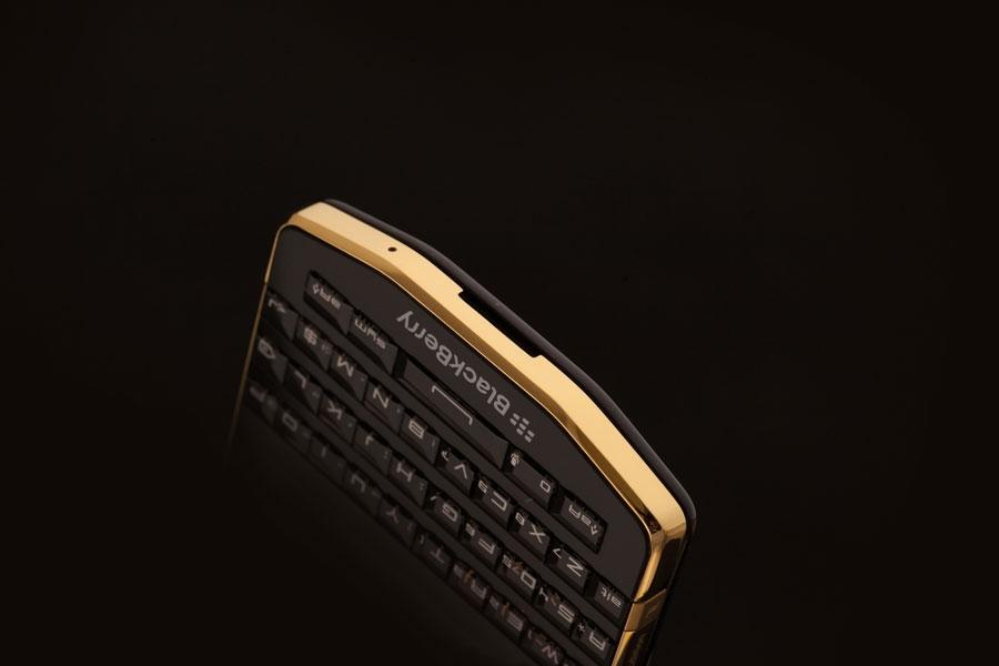 BlackBerry-P9983-Gold-6