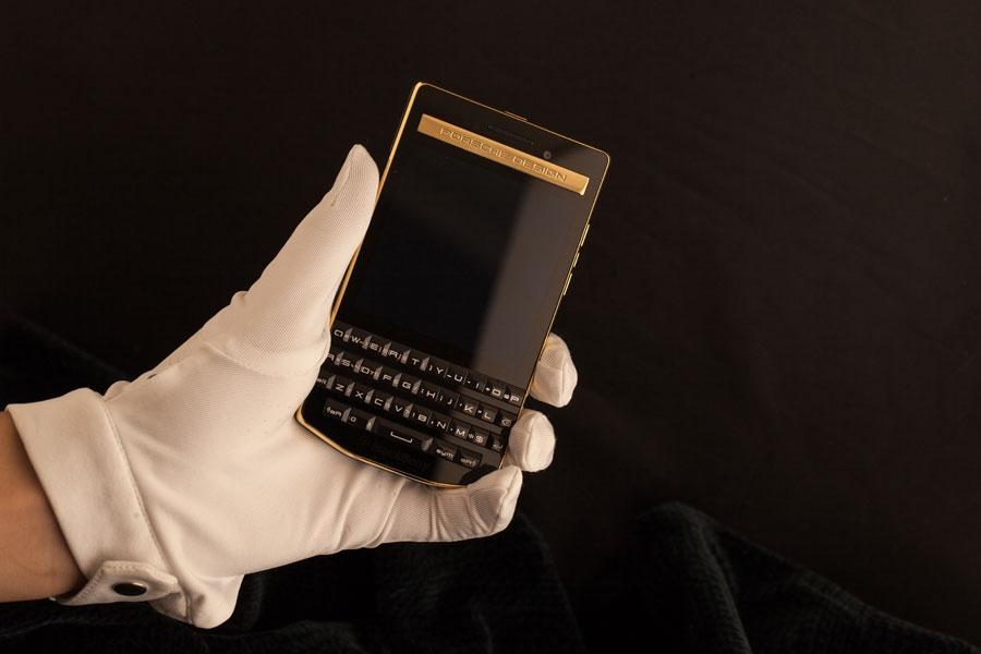 BlackBerry-P9983-Gold-9