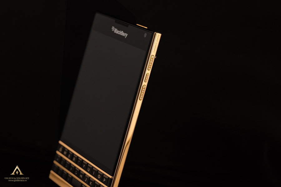 BlackBerry-Passport-Gold-1