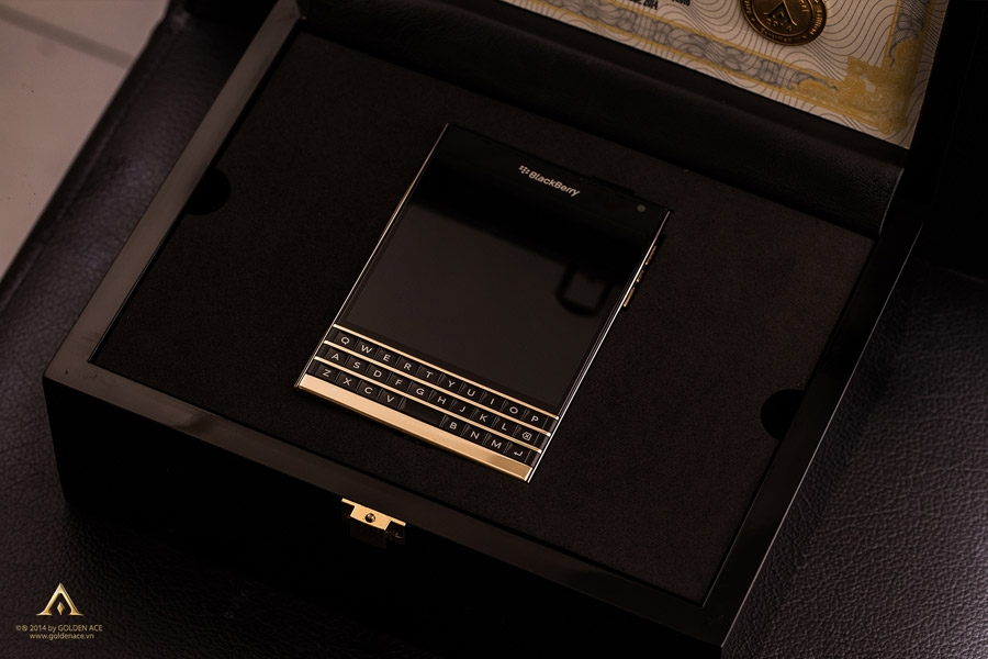 BlackBerry-Passport-Gold-6
