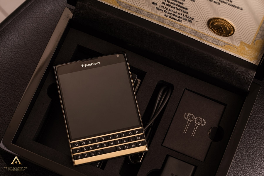 BlackBerry-Passport-Gold-7