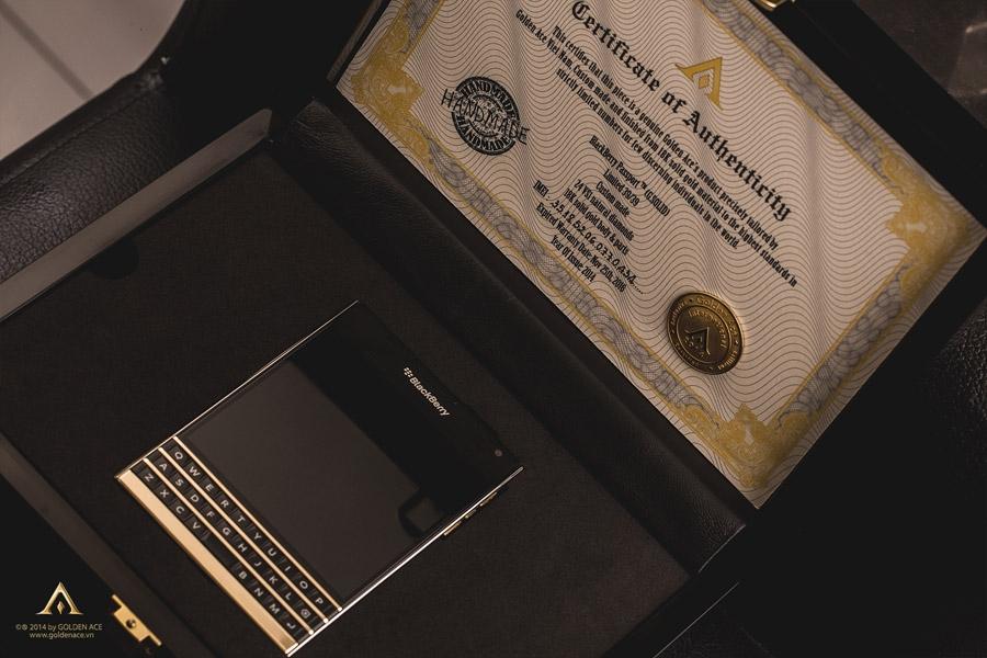 BlackBerry-Passport-Gold-8
