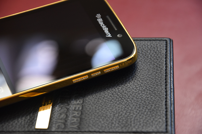 BlackBery-Classic-Gold-24K-3