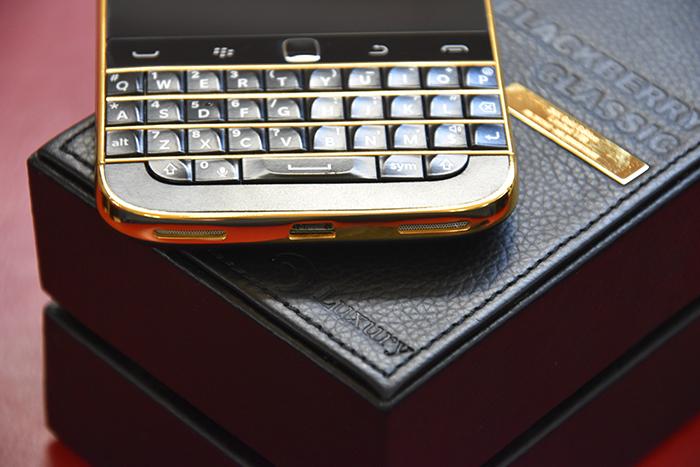 BlackBery-Classic-Gold-24K-4