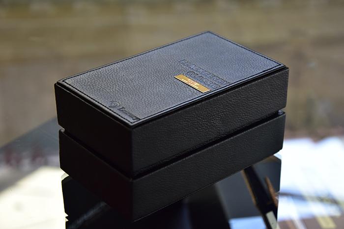 BlackBery-Classic-Gold-24K-box-nam