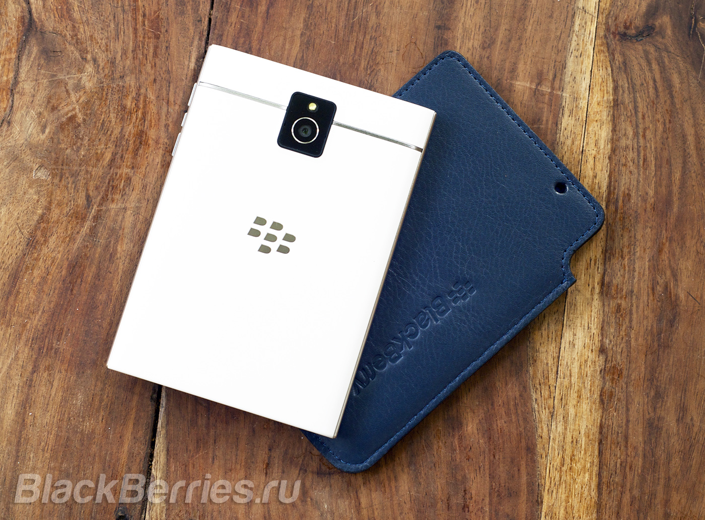BlackBerry-Passport-Case-01