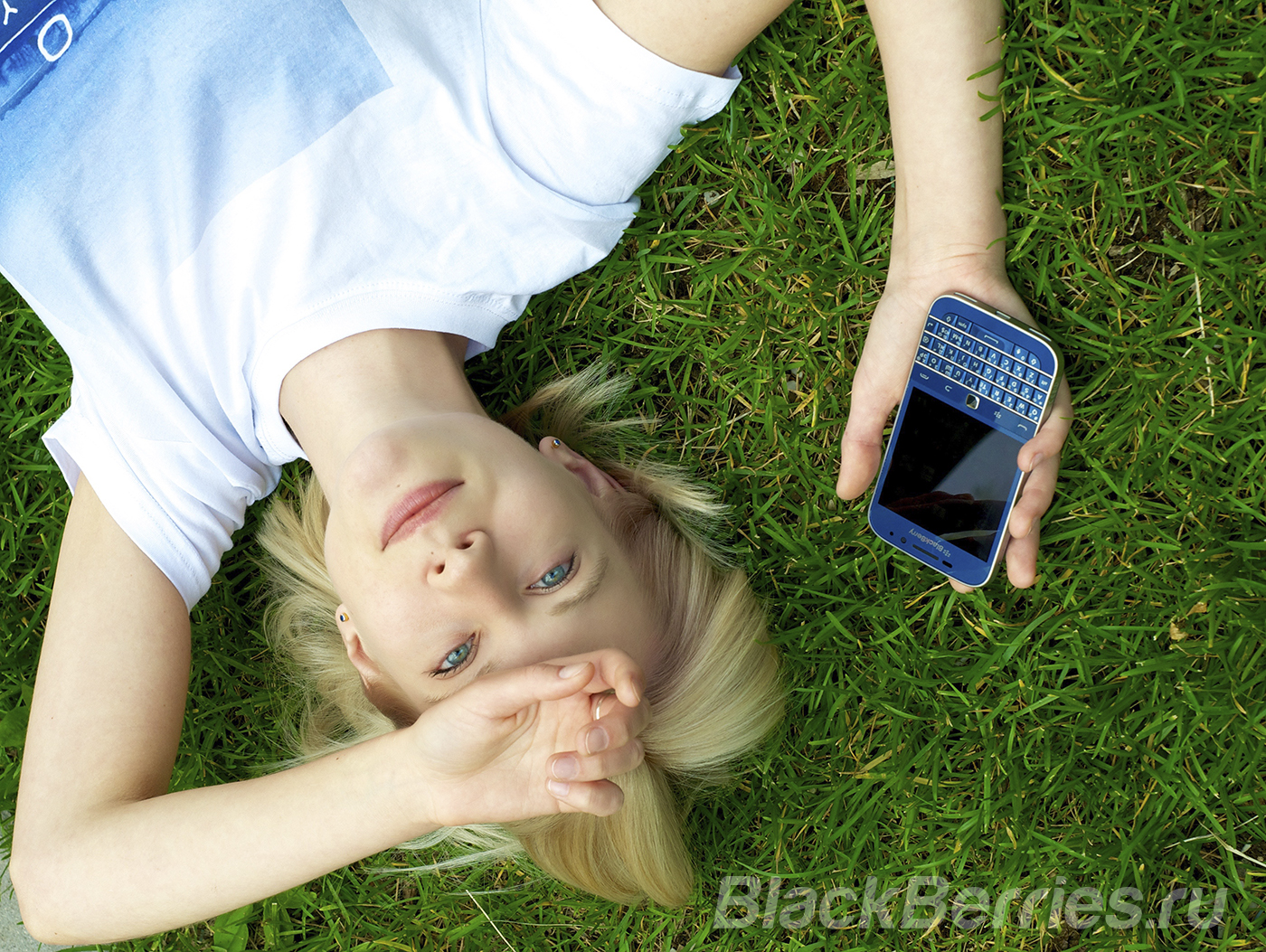 BlackBerry-Classic-Blue-2-6