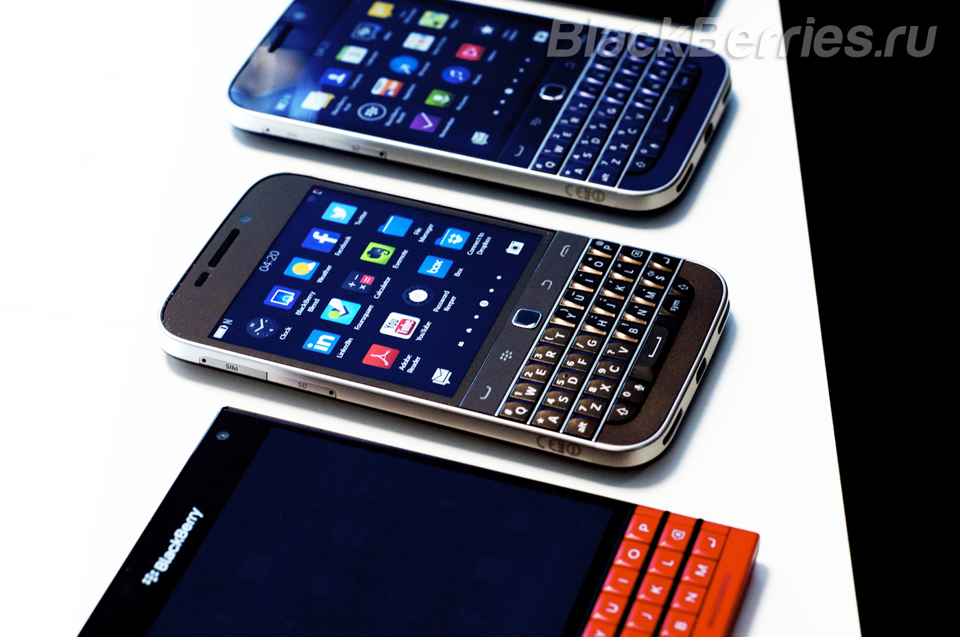 BlackBerry-Classic-Blue-Bronze-3
