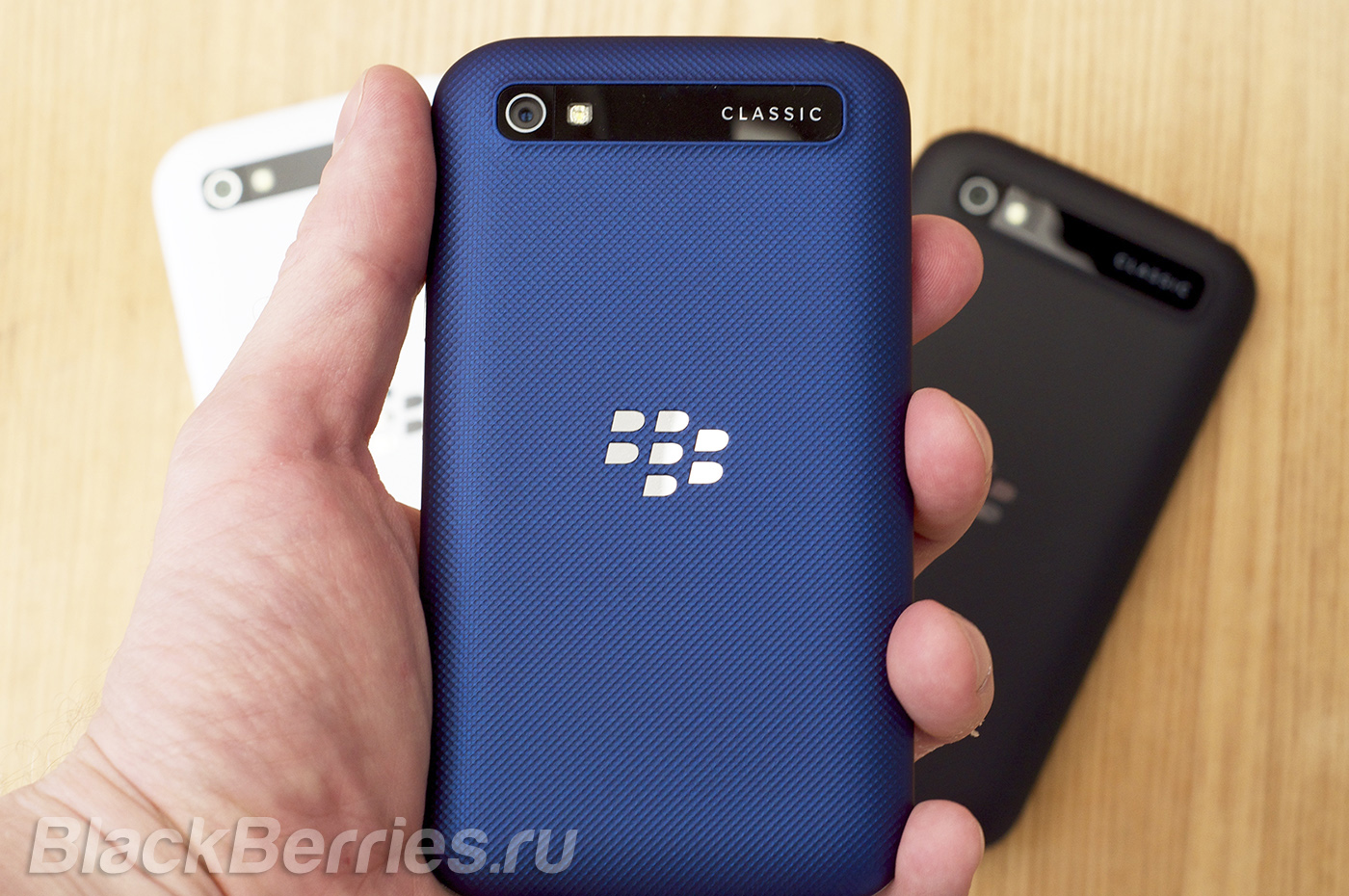 BlackBerry-Classic-Blue-Cobalt-05