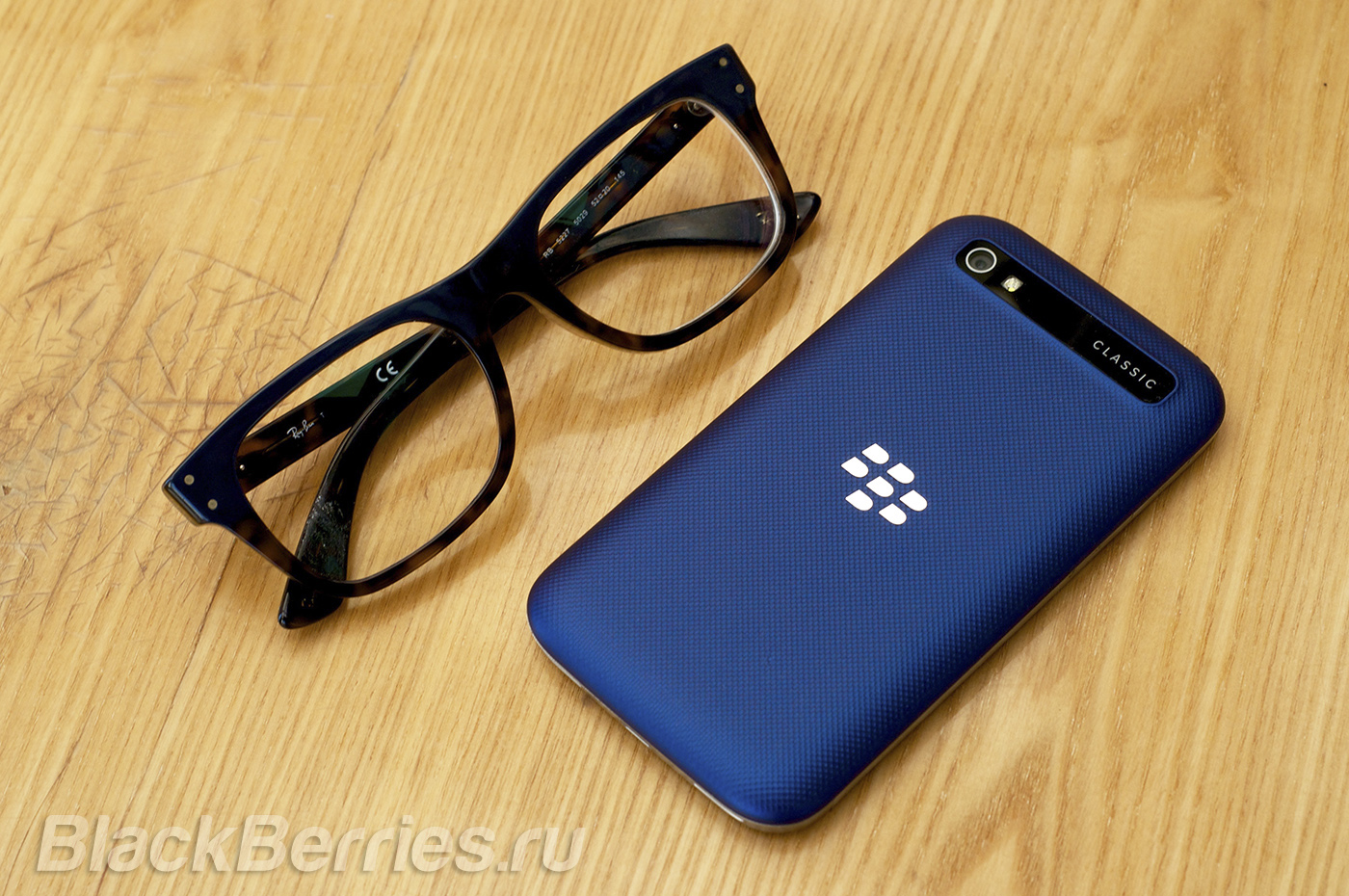 BlackBerry-Classic-Blue-Cobalt-18