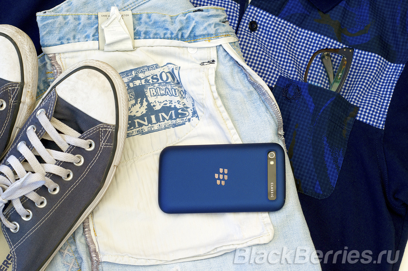 BlackBerry-Classic-Blue-Cobalt-29