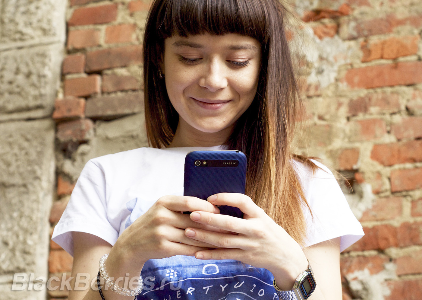 BlackBerry-Classic-Blue-Rus-2