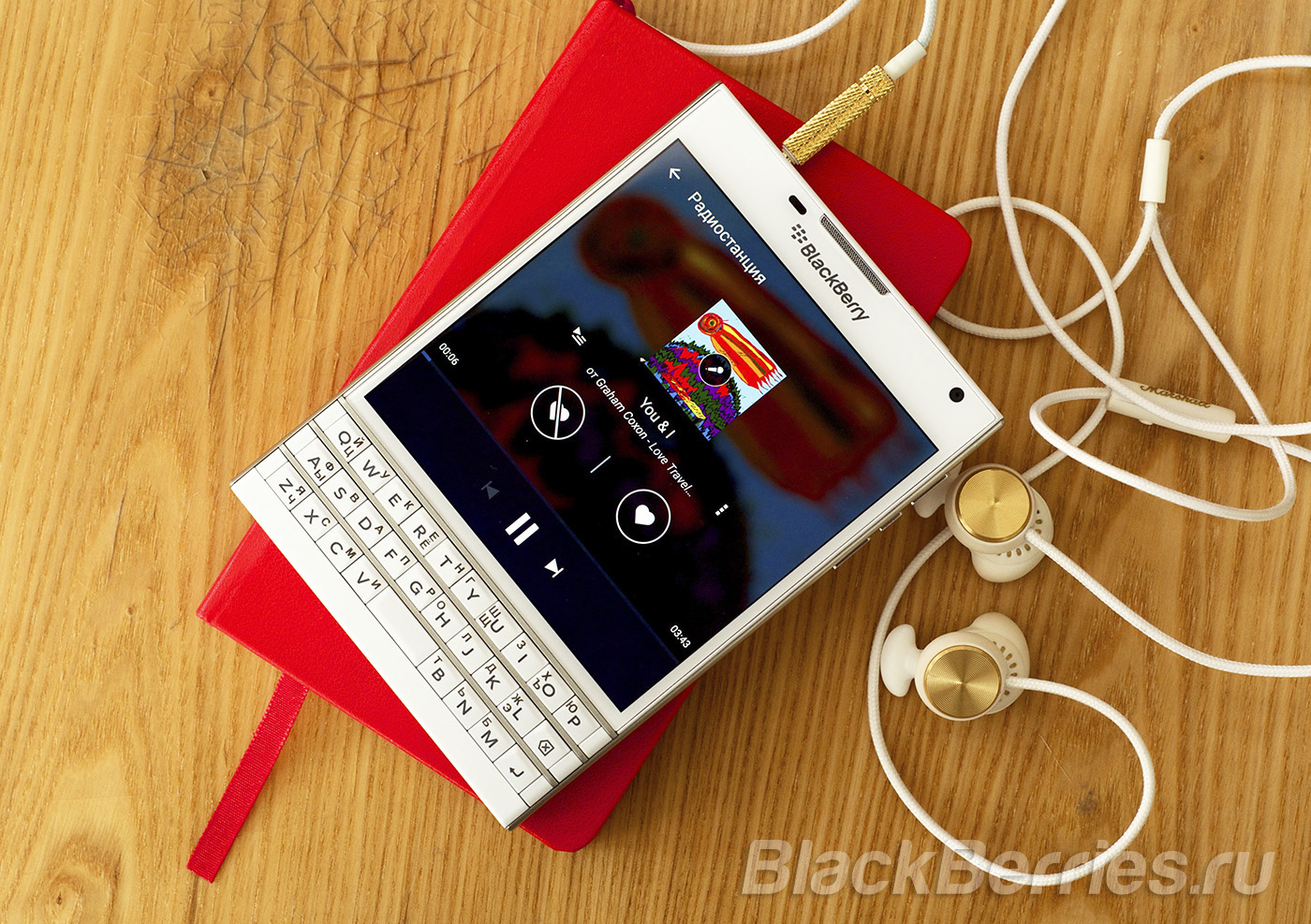 BlackBerry-Passport-Music-Apps-10