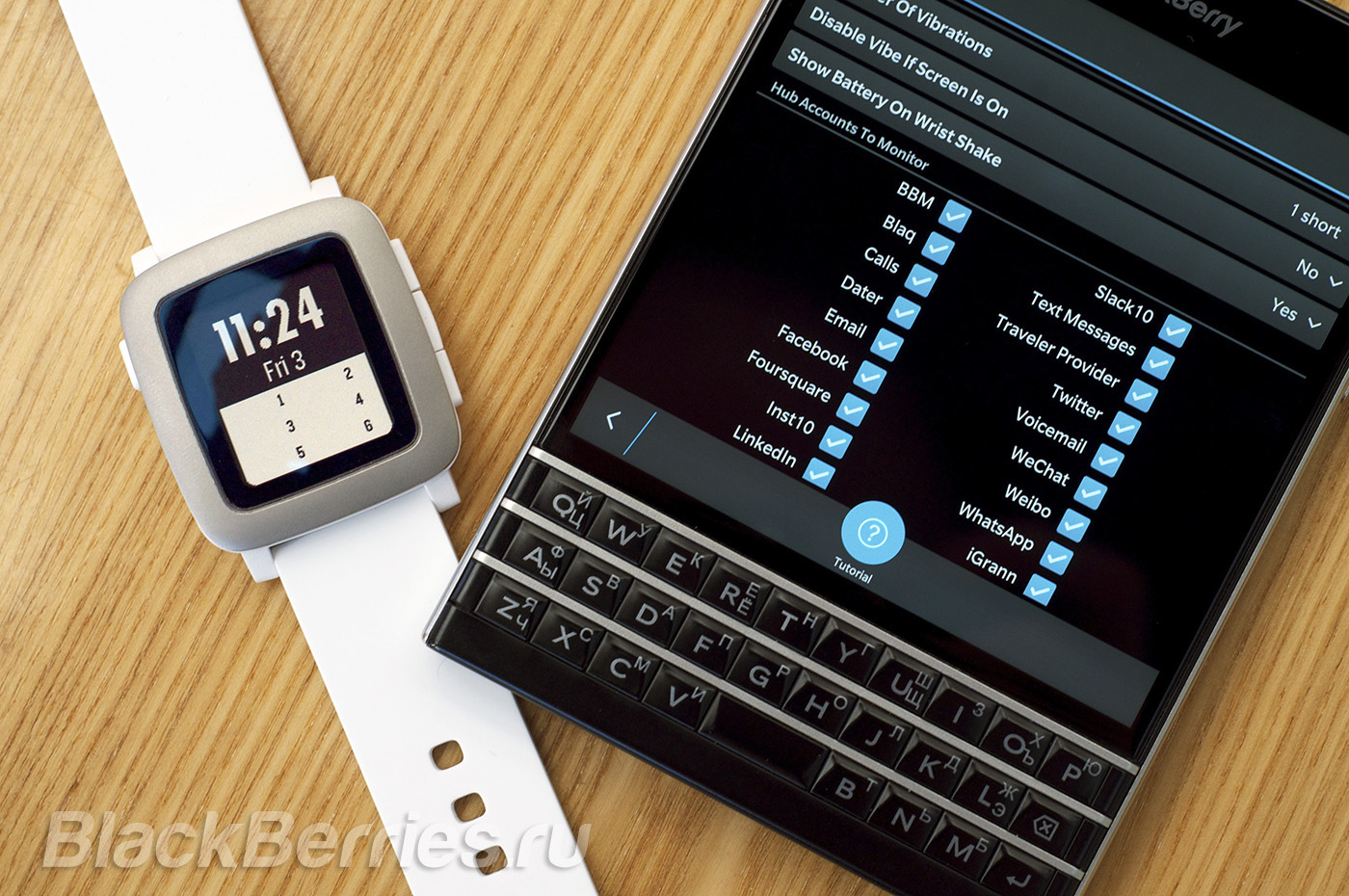 BlackBerry-Passport-Pebble-Time-05