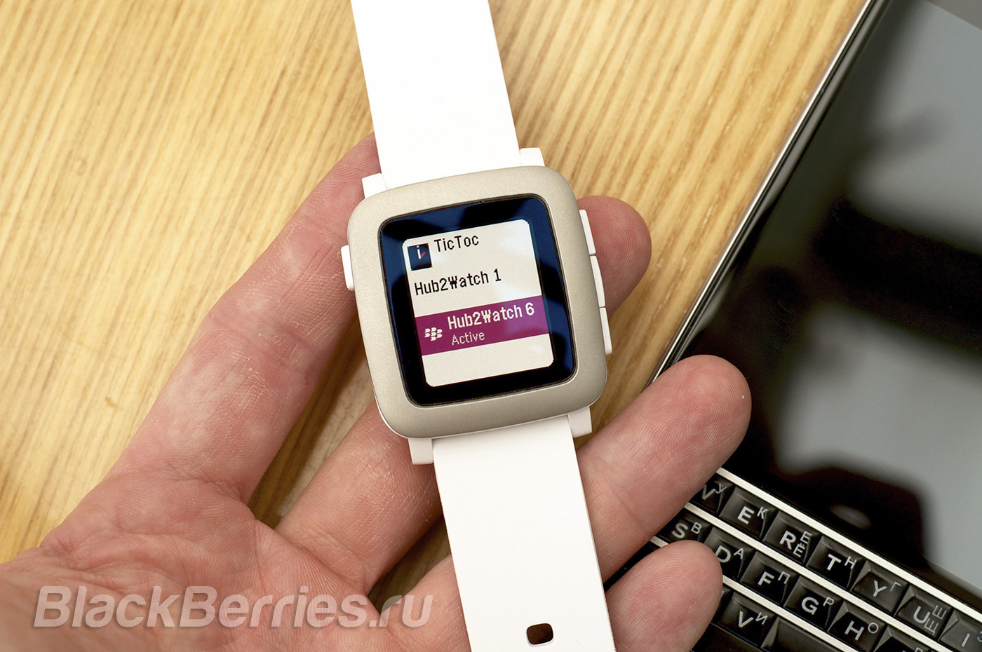BlackBerry-Passport-Pebble-Time-06