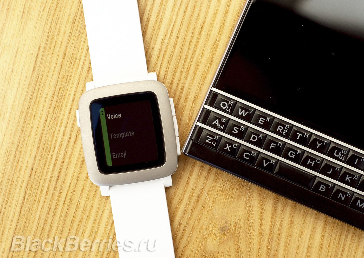 BlackBerry-Passport-Pebble-Time-07