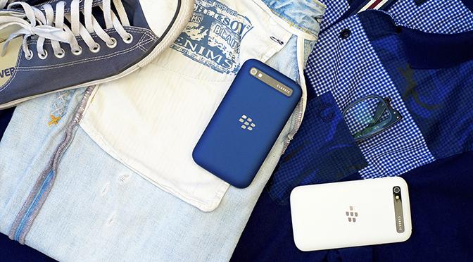 У нас вы можете купить BlackBerry Classic в черном, белом или синем цвете