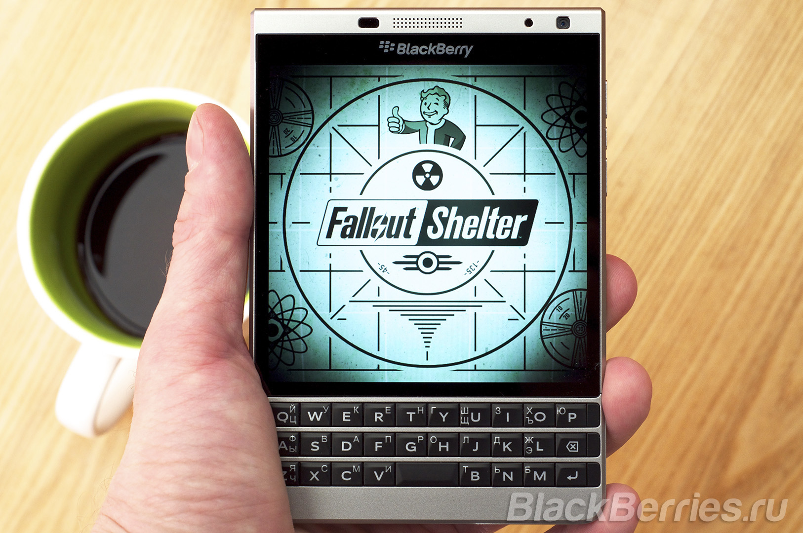 BlackBerry-Passport-Fallout-Shelter-2