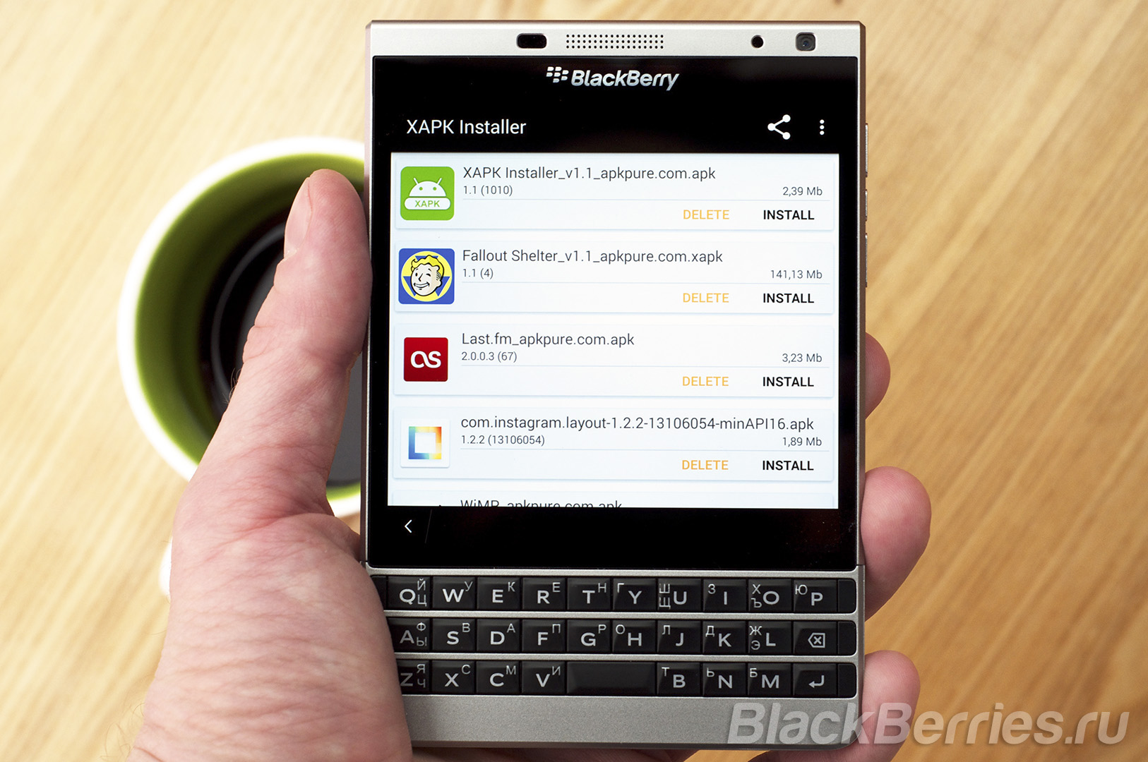 BlackBerry-Passport-Fallout-Shelter-3