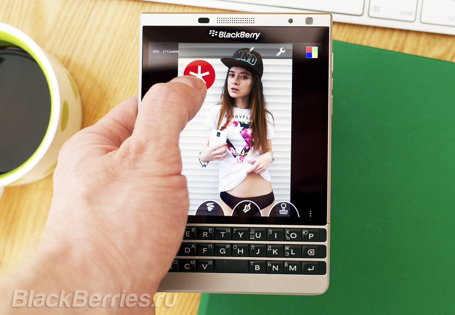 BlackBerry-Passport-Photo-011