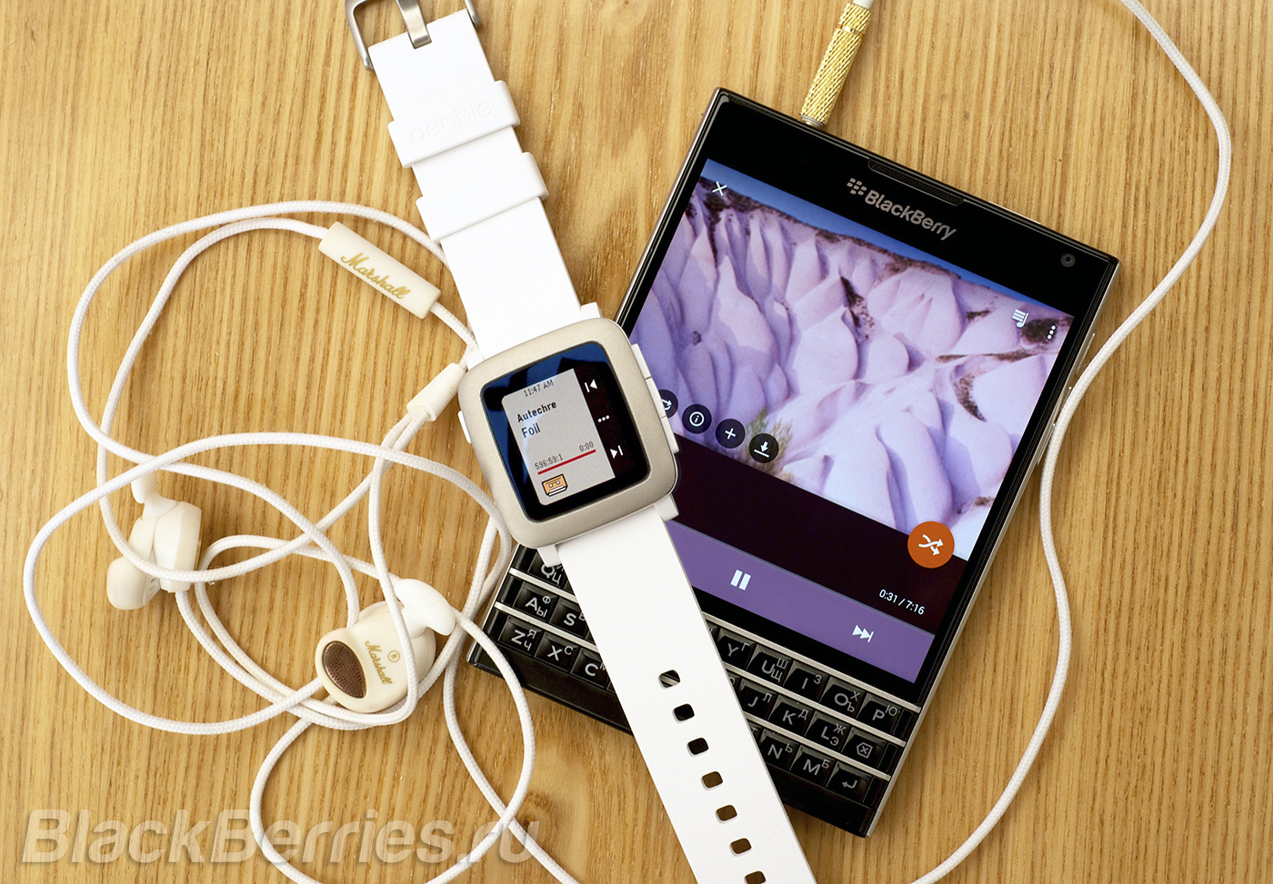 BlackBerry-Passport-Pebble-Time-56