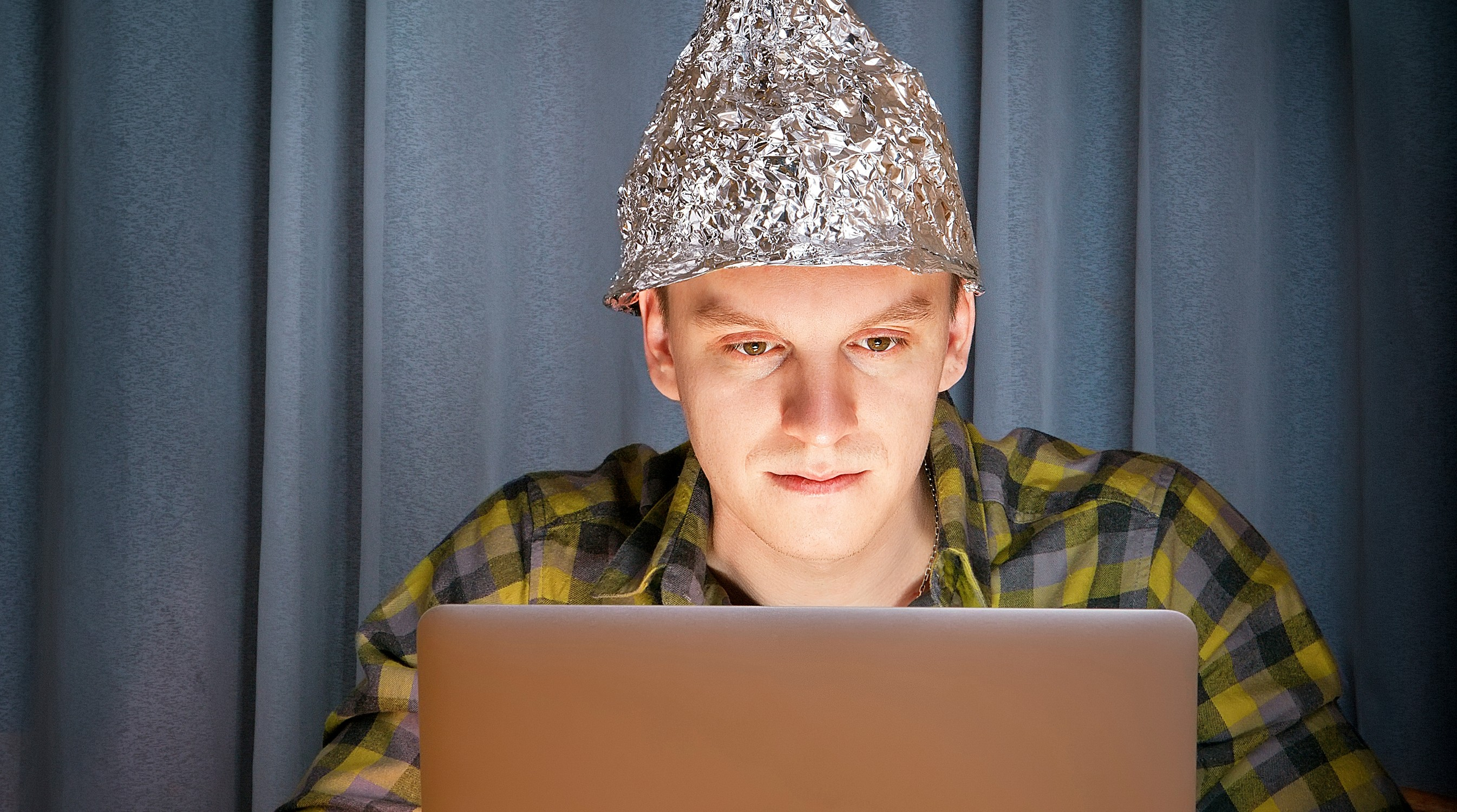 tinfoil-hat-privacy-paranoia-e1453423049982