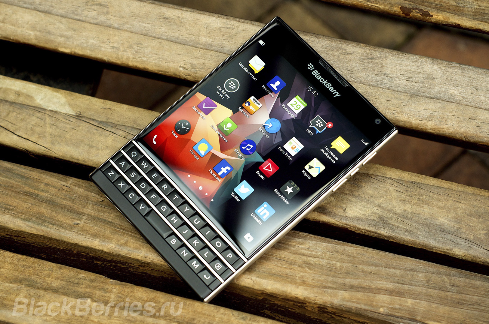 BlackBerry-Passport-Review-2014-13