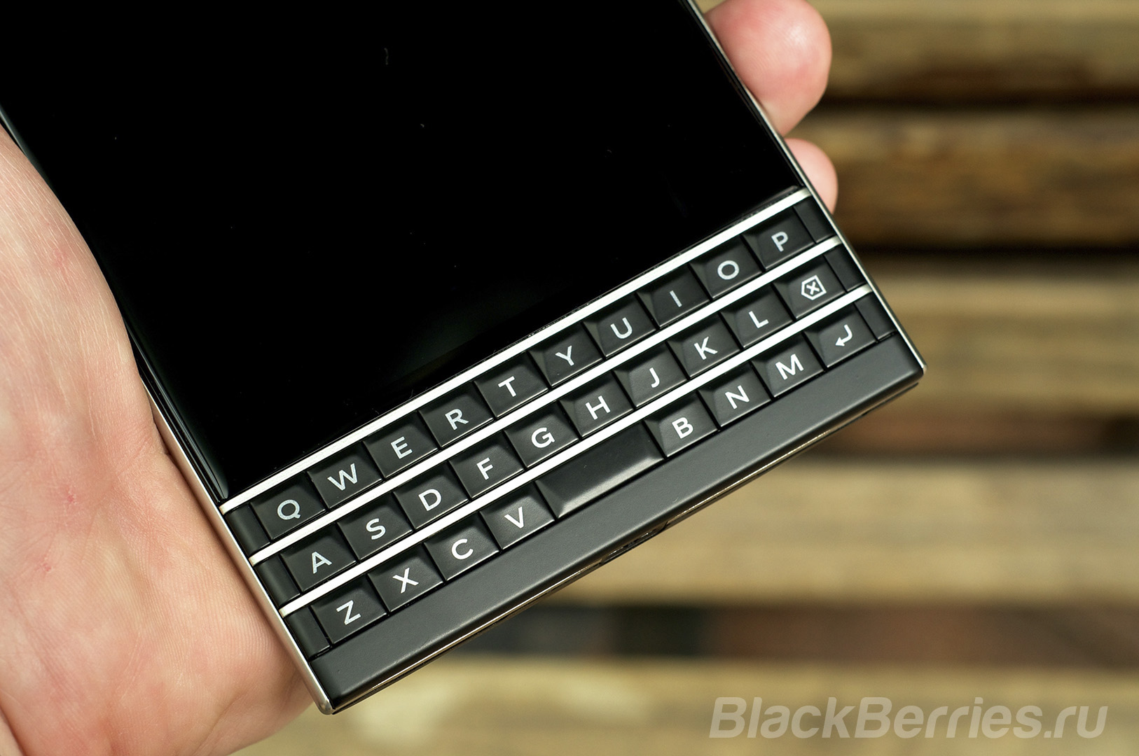 BlackBerry-Passport-Review-2014-23