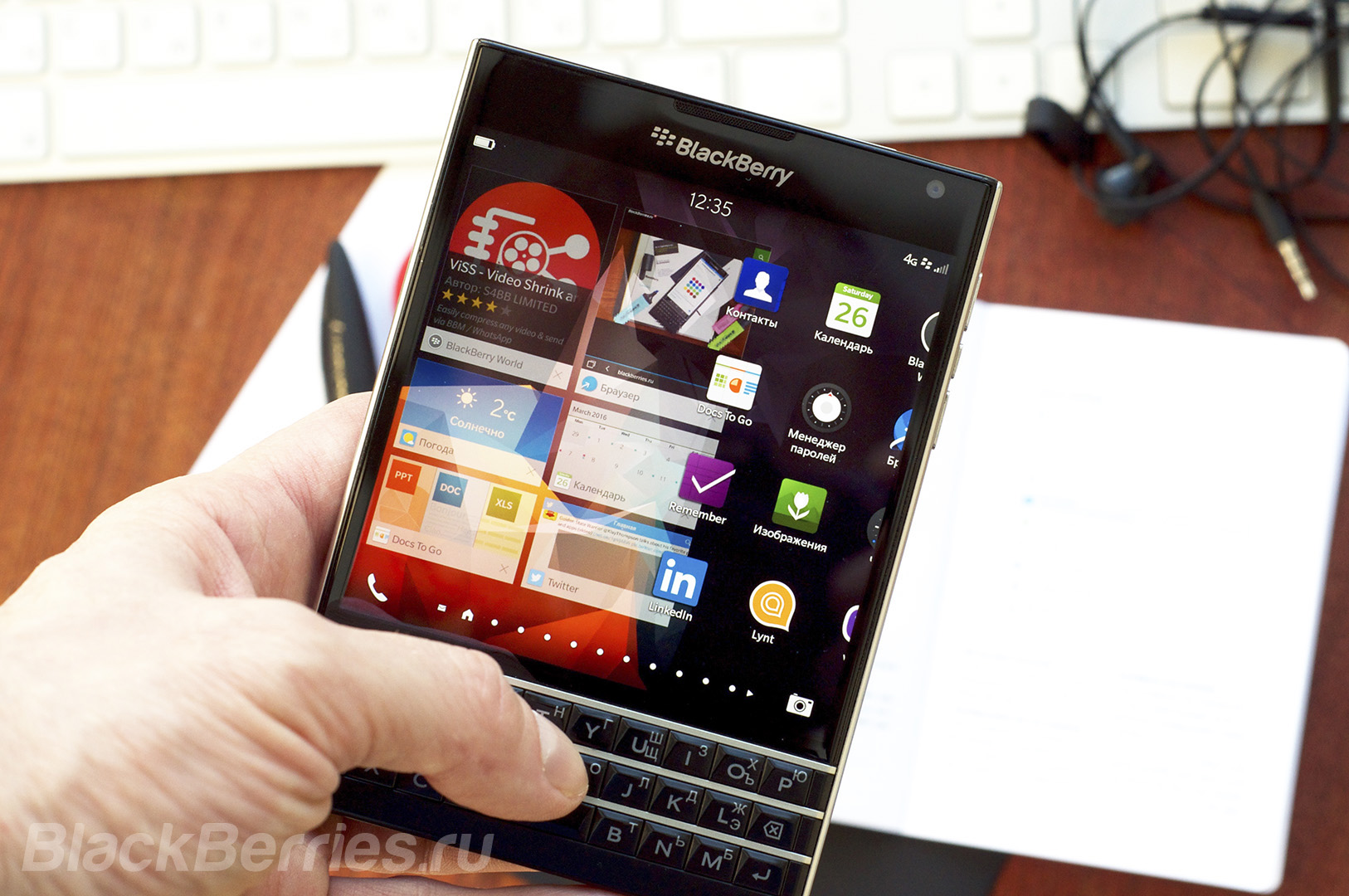 BlackBerry-Passport-Review-2016-13