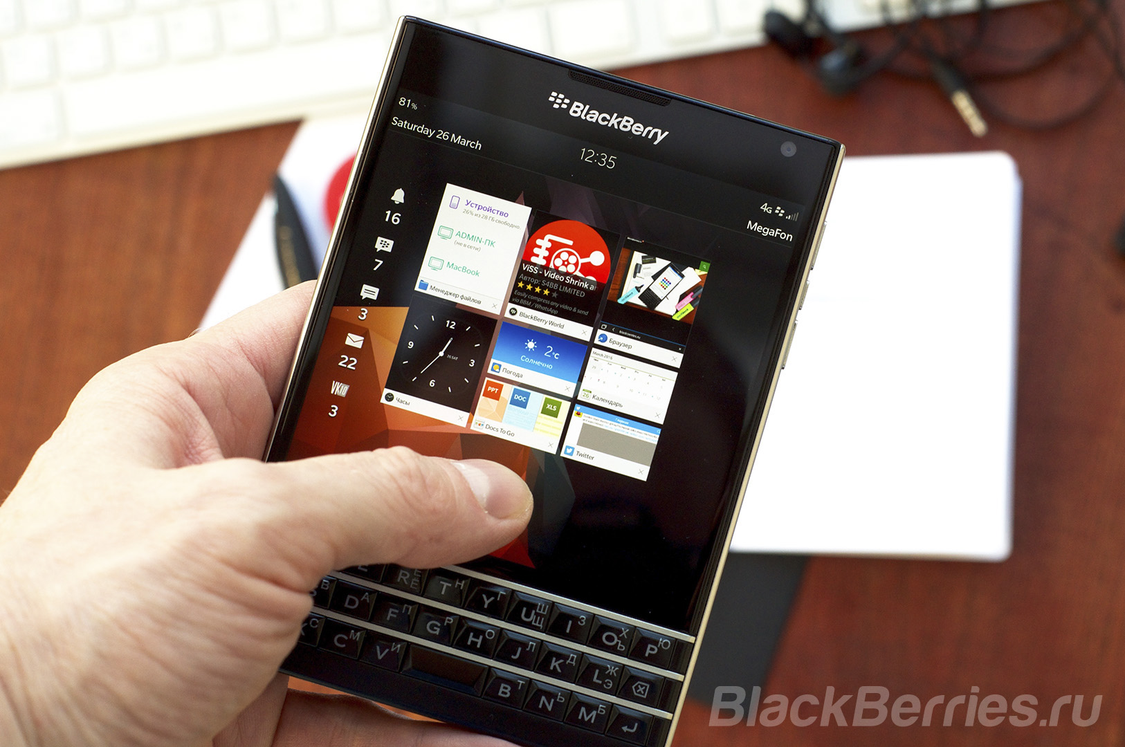 BlackBerry-Passport-Review-2016-14
