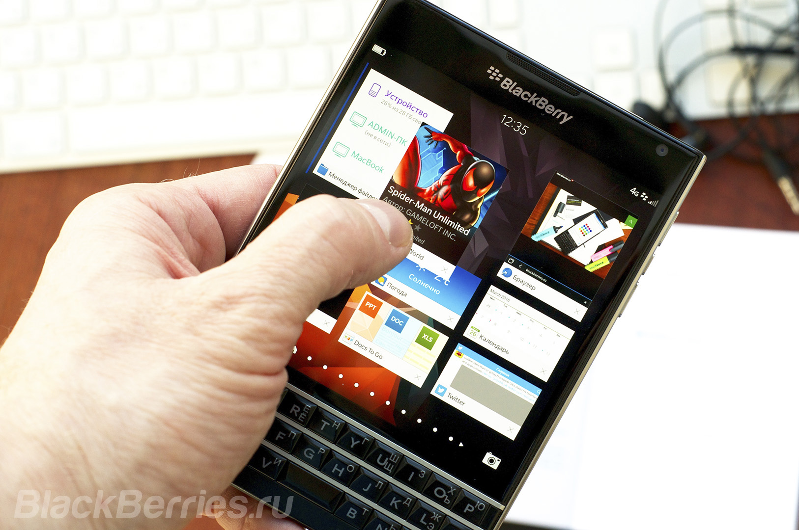 BlackBerry-Passport-Review-2016-15
