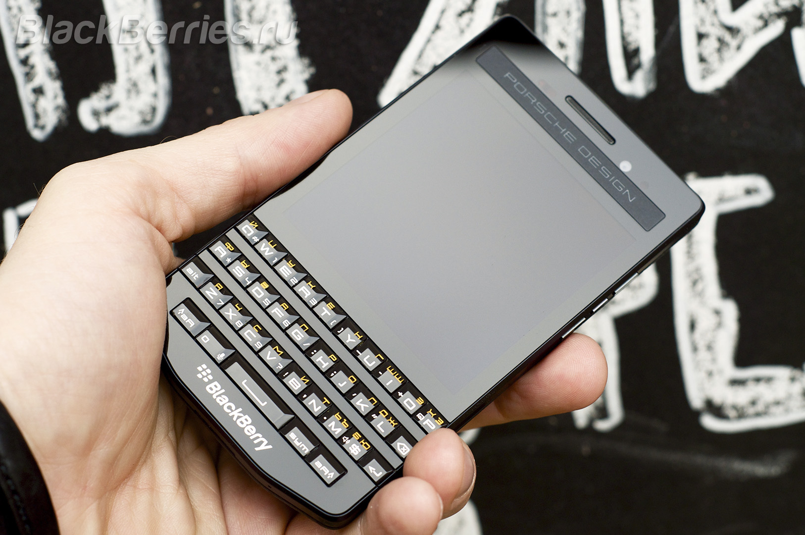 BlackBerry-P9983-Graphite-RUS-7