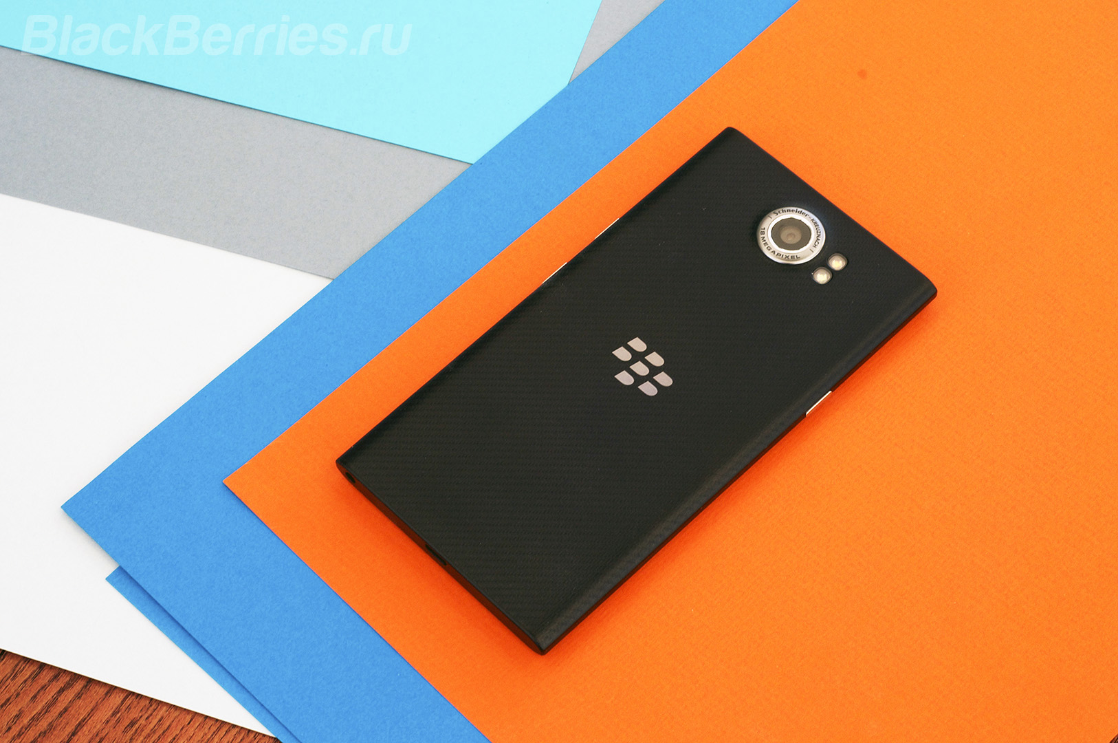 BlackBerry-Priv-Material-Design-19