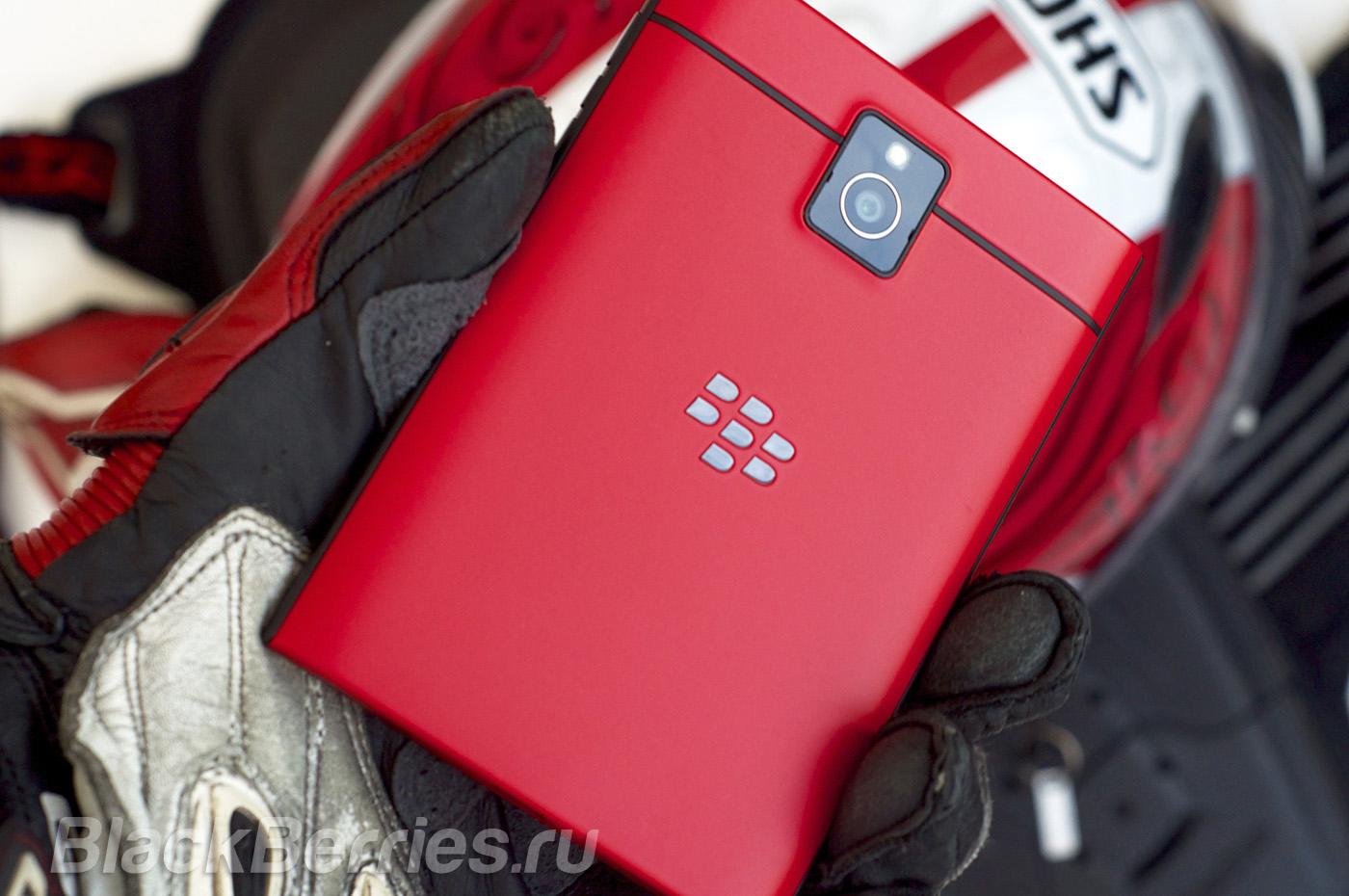 BlackBerry-Passport-Red-15