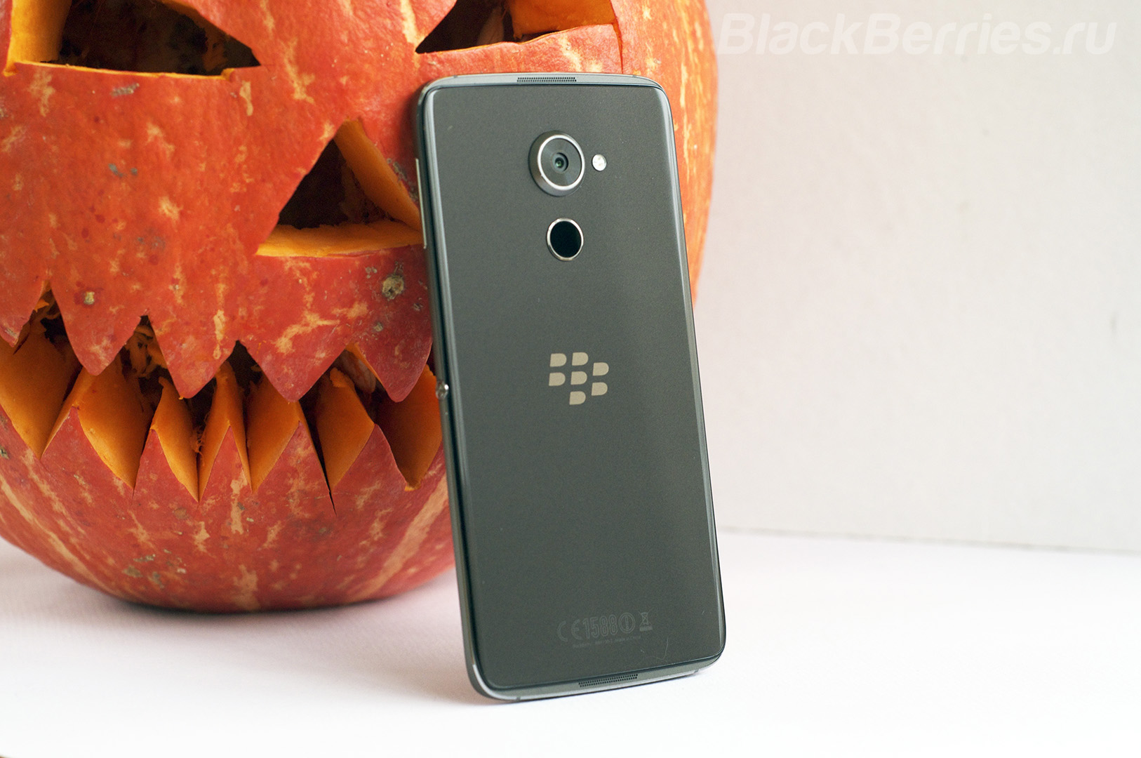 blackberry-dtek60-04