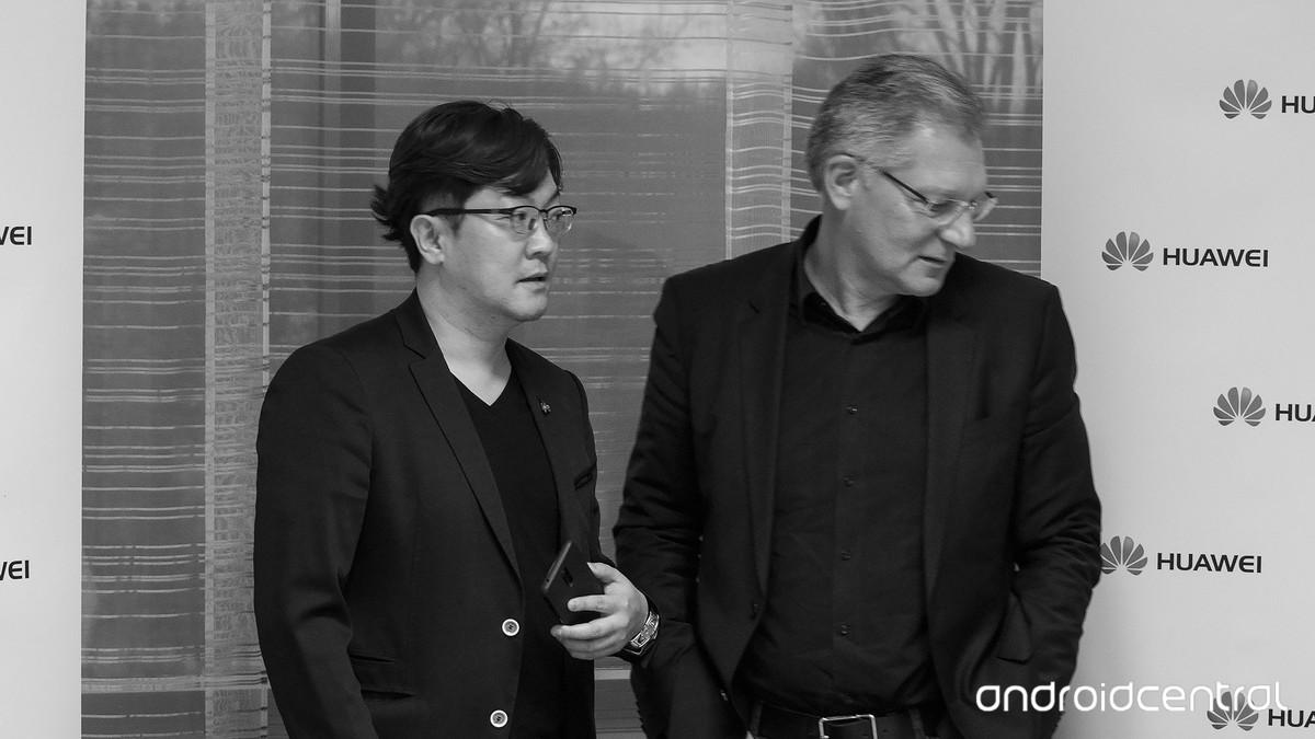 Главный дизайнер Huawei Джунсу Ким и главный дизайнер Porsche Design, Роланд Хейлер