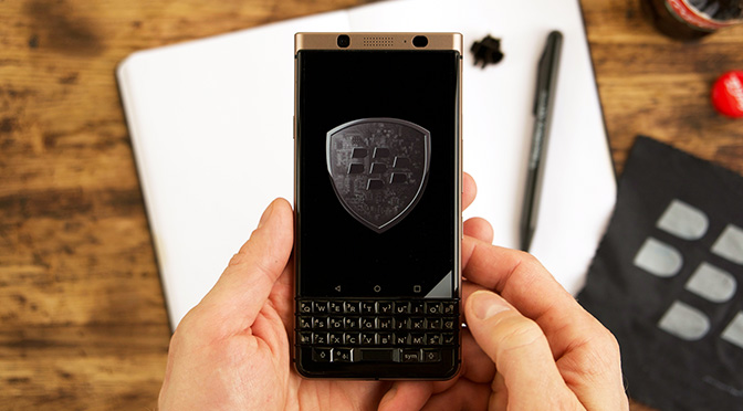 Распаковываем BlackBerry KEYone Bronze Edition